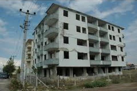 Van'da 2.7 milyon TL'ye icradan satılık 7 katlı az hasarlı apartman!