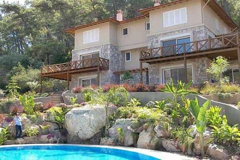 Kızılçam Evleri'nde 290 bin Euro'ya tripleks villa! Hemen teslim!