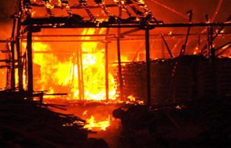 Bursa maytaplar kereste deposunu yaktı, evler zarar gördü!