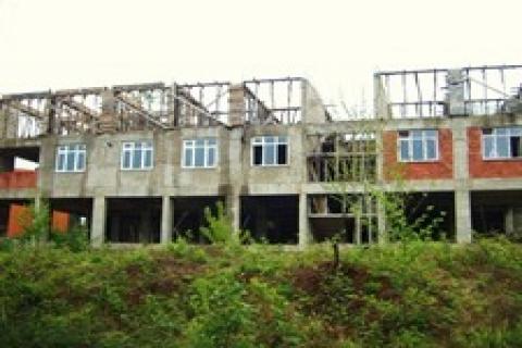 Malatya'daki okul binası çürümeye terk edildi!