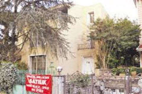 Uğur Yücel'in villası Hastel Emlak'a satıldı