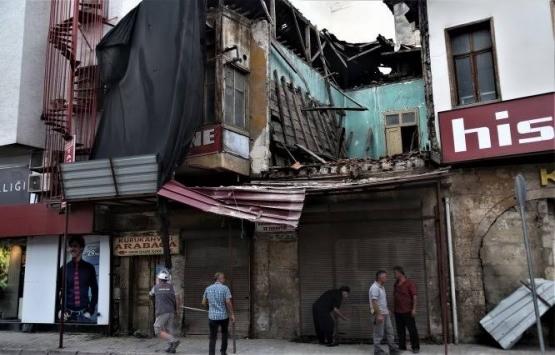 Mersin'de kullanılmayan binada çökme!