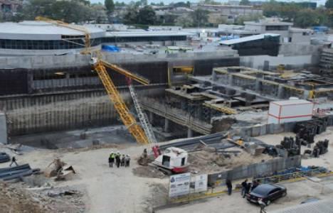 Yenikapı metro inşaatında vinç devrildi!