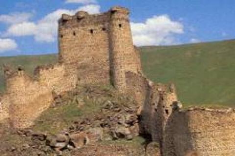 3 bin yıllık sit alanına yüksek gerilim direkleri kuruldu