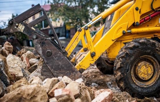 Bornova'da ruhsatsız yapılar yıkılıyor!