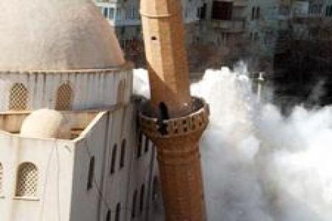 50. Yıl Camii'nin istinat duvarı yıkıldı