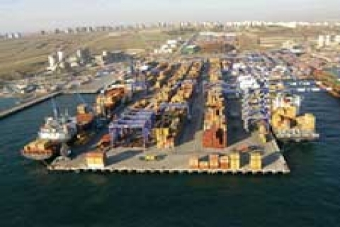 Heyelan bölgesindeki evler, Ambarlı Limanı'nın nefesini kesti