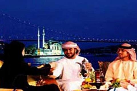 Restoran sahipleri Arap turisti iftar davetiyle getirecek!