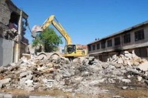 Pendik'te imara aykırı yapılan 5 bina yerle bir edildi