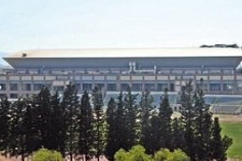 Halkapınar Spor Salonu'nun çatısı üç aydır tamir edilmedi!