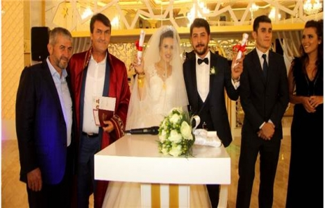 Bursa'da evlenen çifte