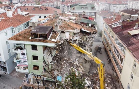 Büyükçekmece'de depremden hasar gören 8 bina yıkıldı!