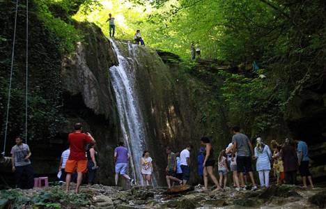Sinop Erfelek Tatlıca Şelaleleri'ne ziyaretçi akını!