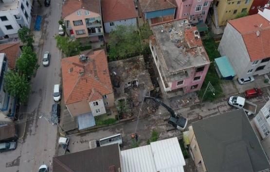 Kocaeli'de 1999 depreminde zarar gören 2 bina yıkıldı!