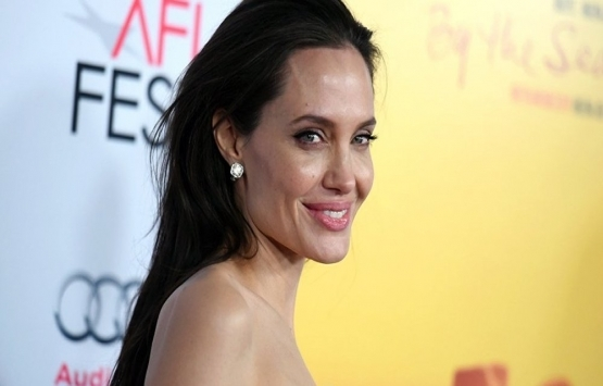 Angelina Jolie, ABD'den taşınmak istiyor!