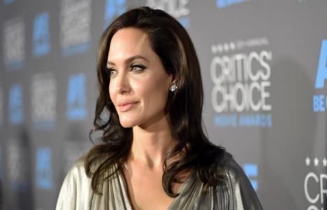 Angelina Jolie: 25