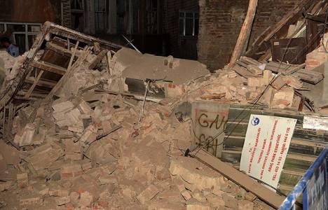 Balat'ta 4 katlı tarihi bina çöktü!