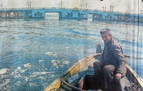 1994 yılında tarihi Galata Köprüsü yeni yerine yerleştirilmiş!