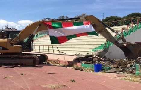 Karşıyaka Stadı yıkım