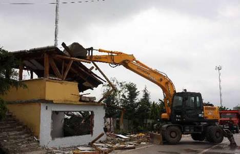Arslanbey Özyapı Spor Tesisleri ruhsatsız olduğu gerekçesiyle yıkıldı!