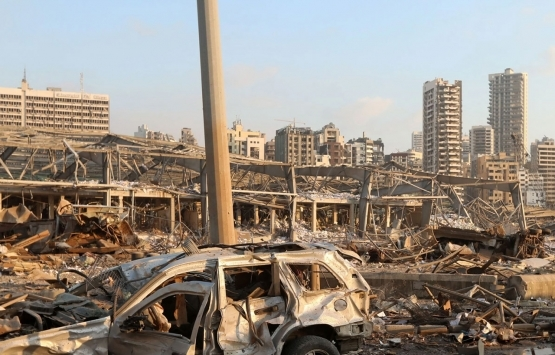 Beyrut Limanı'ndaki yıkım görüntülendi! Liman ve çevresi enkaz yığını oldu!