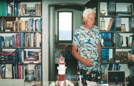 Yücel Sayman, 10 yıllık kiraladığı deniz fenerini kütüphane yaptı!