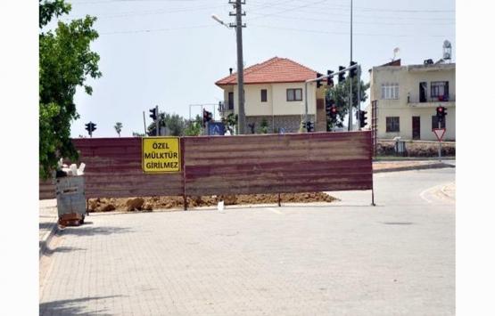 İmar sorununun çözülmediği gerekçesiyle mahalle yolunu bariyerle kapattı!