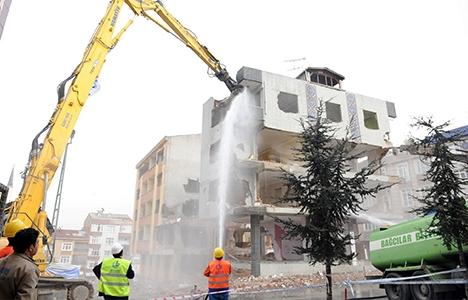 Bağcılar'da kentsel dönüşüm yıkımları sürüyor!