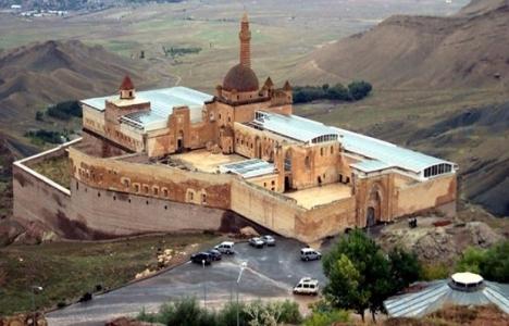 İshak Paşa Sarayı'na