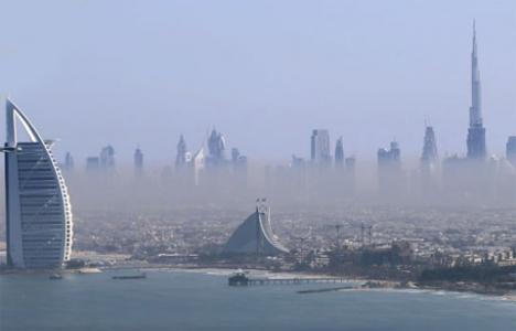 Ruslar, Dubai'den 700