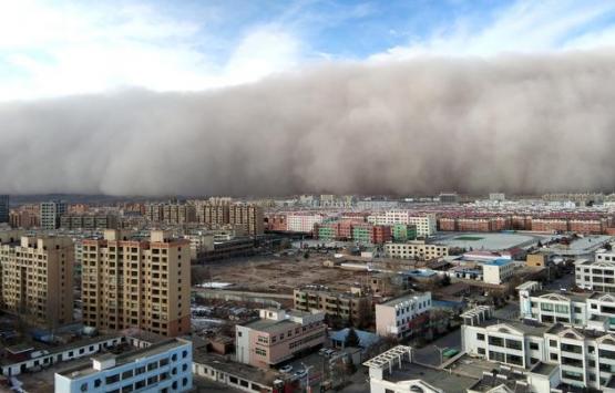 Çin'de bina yıkım çalışmasında faciadan dönüldü!