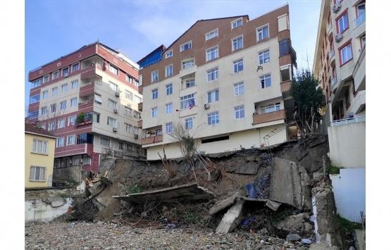 Küçükçekmece'de istinat duvarı çöken apartman boşaltıldı!