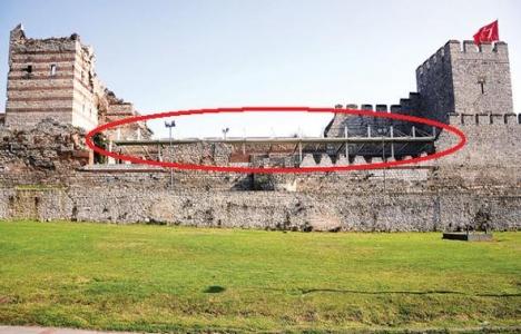 Tarihi surlara çatı