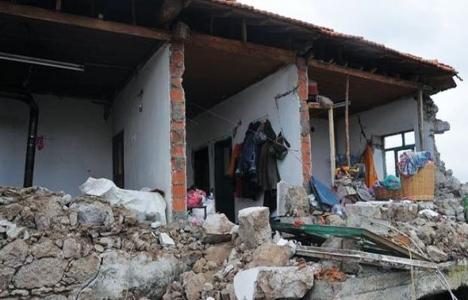 AFAD Başkanı: Az hasarlı evlerine girmesinler!