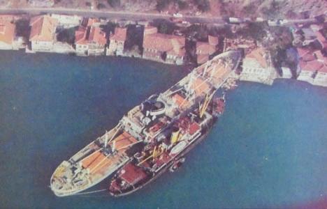 1981 yılında Kadri Paşa Yalısı'na giren gemi yalıdan çekilmiş!