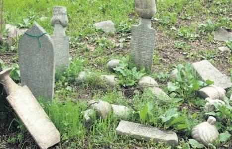 Ayrılık Çeşme Mezarlığı restore ediliyor!