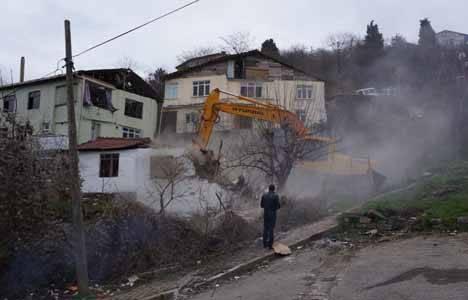Üsküdar'da 16 gecekondunun yıkımına başlandı!