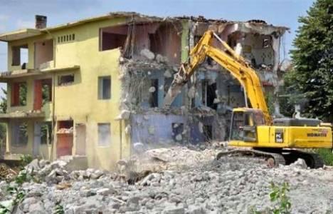 İzmit'te riskli olduğu belirlenen 6 binadan 4'ü yıkıldı!