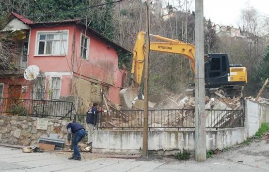 İzmit'teki tehlikeli binalar yıkılıyor!