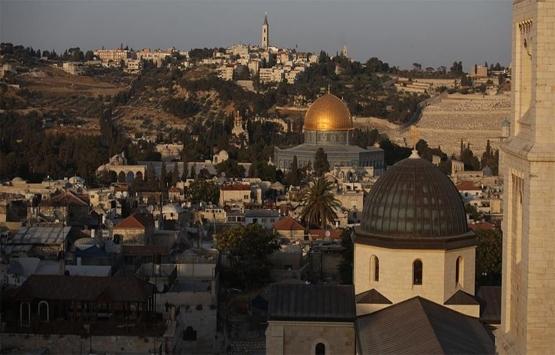 İsrail Batı Şeria'da Filistinlilere ait 2 evi yıktı!