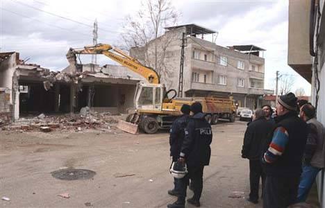Osmangazi Belediyesi iki kaçak binayı yıktı!