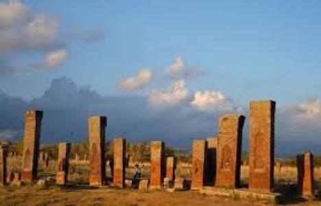Bitlis Selçuklu Mezarlığı'ndaki kazı çalışmaları devam ediyor!