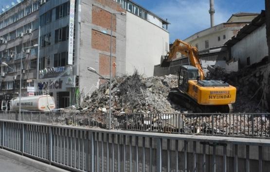 Malatya'da ağır hasarlı binalar yıkılıyor!