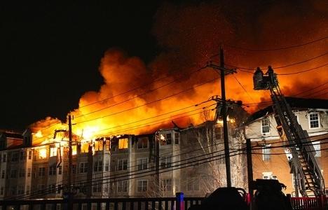 ABD'de Türk diplomatların yaşadığı sitede yangın hasara yol açtı!