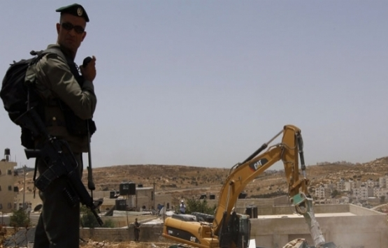 İsrail güçleri Filistinlilere