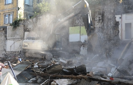 Tabakhane'de yıkılan bina