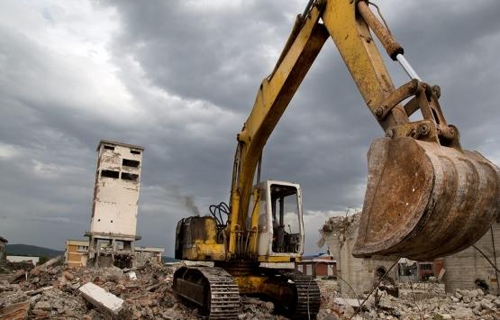 Buca'da 15 metruk bina yıkıldı!