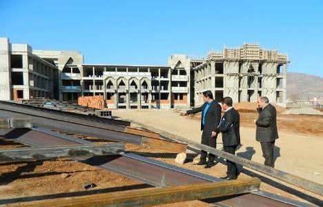 Kaymakam Aktürk Kozluk'ta okul inşaatını inceledi!