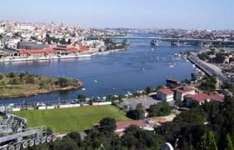 Beyoğlu kentsel dönüşüm projesi mahalle sakinlerince protesto edildi!