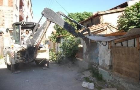 Mamak'ta 182 metruk bina yıkıldı!